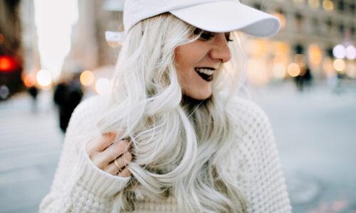 Geheimnisvolles Leben der Blondinnen. Ein paar Worte über die Pflege der hellen Haare